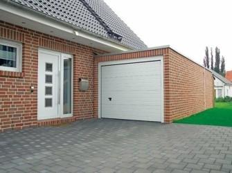 Betonnen garage met steenstructuur afwerking