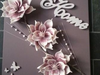 verlicht schilderij met bloemen