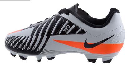 nieuwe stoer kindervoetbalschoenen