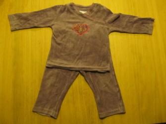 Paarse velours pyjama hema maat 74 / 80