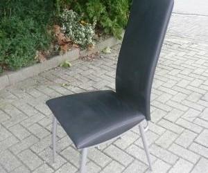 2 mooie stoelen te koop wegens magazijn opruiming