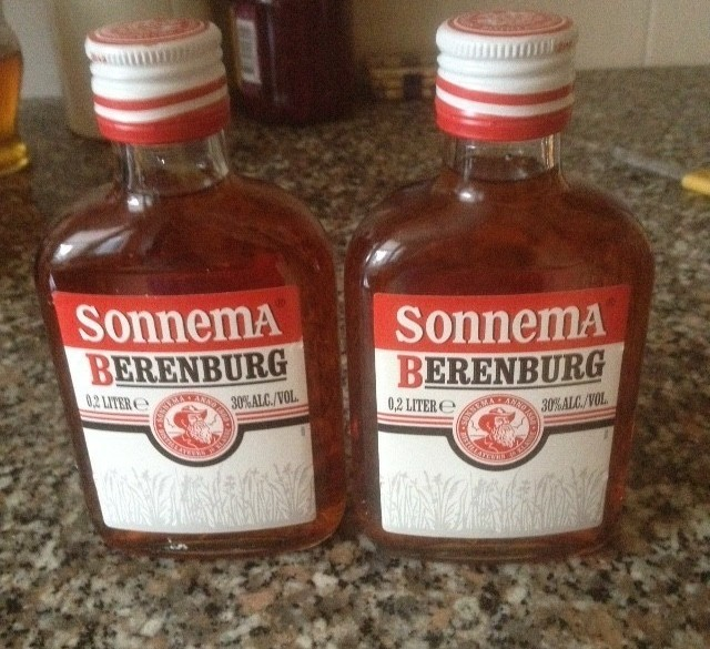 2 flesjes beerenburg