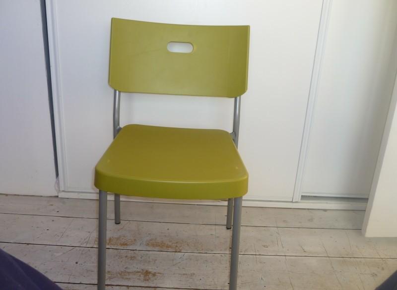6 plastic eetkamer stoelen