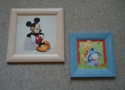Drie schilderijtjes met verschillende Walt Disney-figuren.