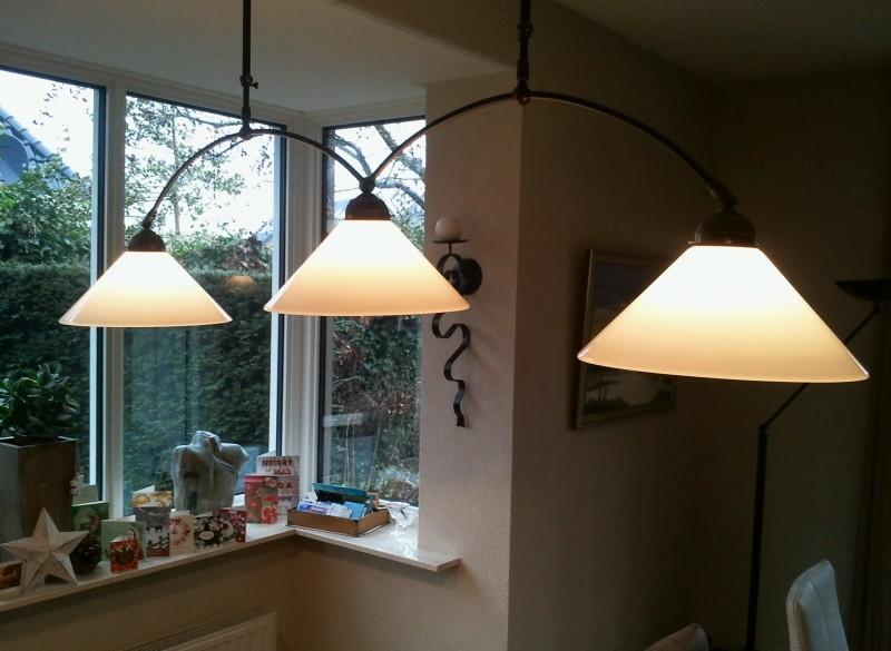 hanglamp met 3 matglazen kappen