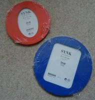 Te koop twee nieuwe fotolijsten uit de Synk-reeks van Ikea.
