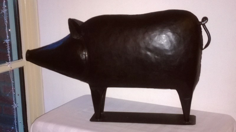 varkens, decoratief van metaal