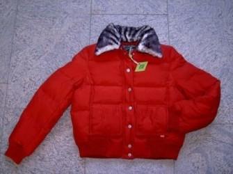OILILY: Nieuw rood kort zijden donsjack maat 40