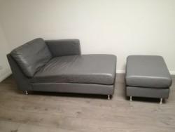 Lounge Sofa met Poef kleur Grijs. Merk Leolux
