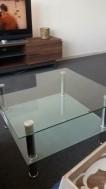 Mooie en onbeschadigde glazen tafel