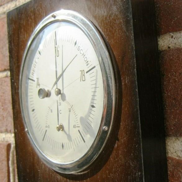 Baro-/thermometer,chroom rand, notenhout montuur,jr'60,zgst
