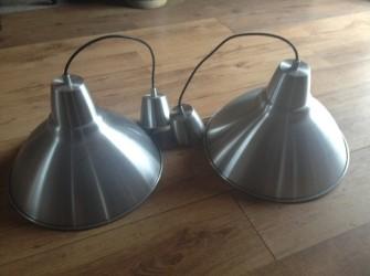 2 zilveren/grijze hanglampen