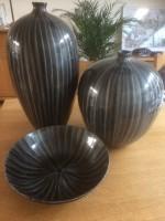 2 mooie vazen met bijpassende schaal