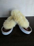 Leuke warme schapenbond pantoffels met leren zool, maat 21