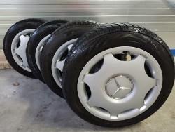 winterbanden met velg en Mercedes sierdoppen (4 stuks)