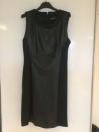 Zwart, kort jurkje. Met leren stuk aan voorkant