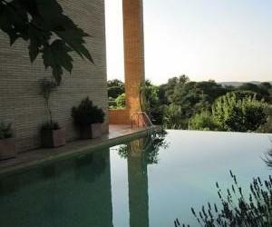 Fraai architectonisch woonhuis met zwembad (332m2)