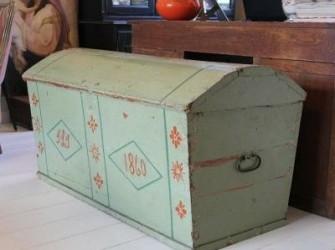 grote kist in oude verf