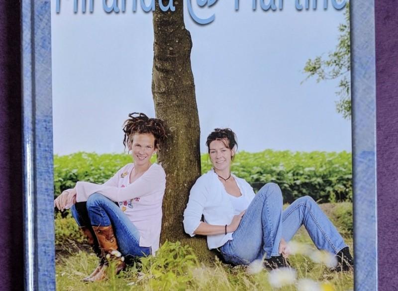 Twee boerinnen mailen Miranda @ Martine