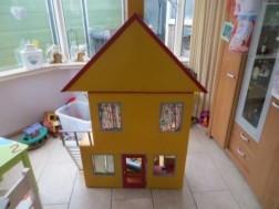 Te koop 3 delige houten poppenhuis