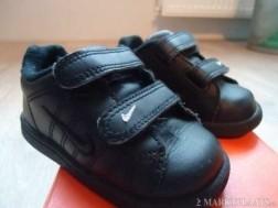 Leuke zwarte Nike schoentjes maat 20
