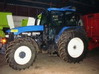 New Holland 8260 met fronthef en PTO