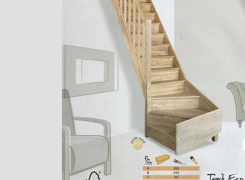 Eikenhouten trap met kwartslag links. Bekijk de foto