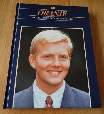 """Te koop het nieuwe boek """"Oranje: Willem-Alexander""""."""