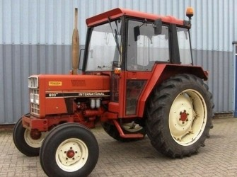Case IH 633 TRACTOR