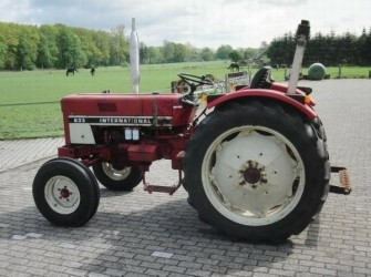 IHC 633 2WD TRACTOR