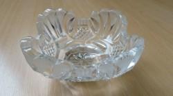 Schaaltje van dik glas met mooie versieringen.