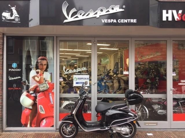 Vespa Sprint full option! meeneemprijs €3199,-