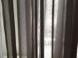 Antraciet grijze vitrage