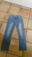 E 5 ->Spijkerbroek van MINI MIGNON, lengte 85 cm (10 jaar?)