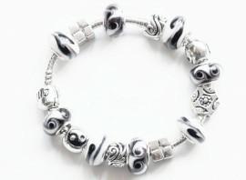 Armband met beads en glaskralen