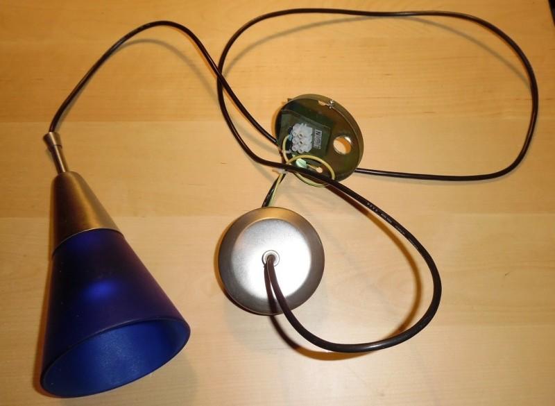 Te koop een hanglampje met een blauwe glazen kap van Massiv…