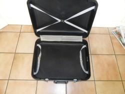 E 2,50 -> Koffer (gebruikt)