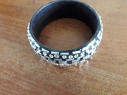 zwart met zilverkleur en steentjes armband