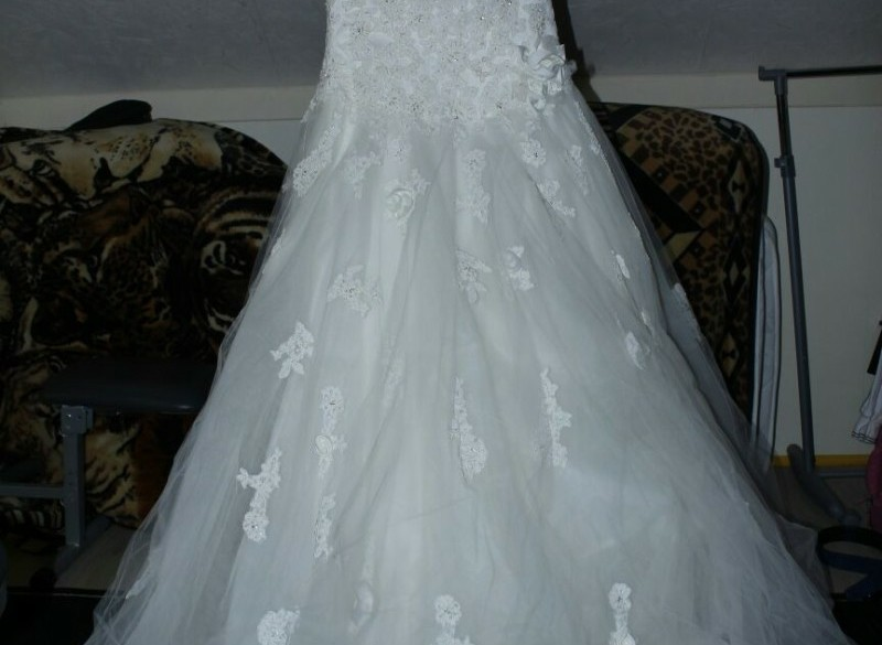 prachtige bruidsjurk. 1x gebruikt. gekocht voor 1100euro.
