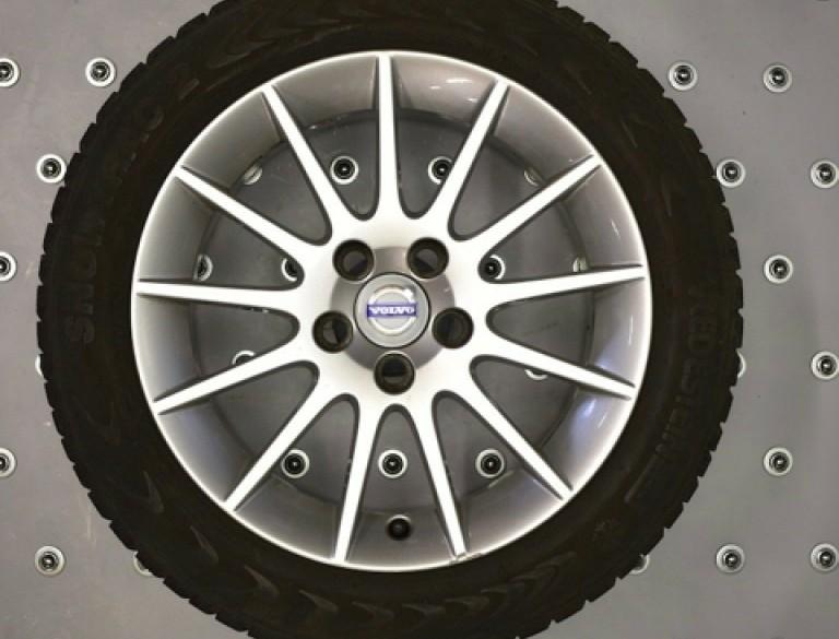 """3230 Set 16"""" Volvo winterwielen"""