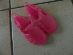 E 2 -> Plastic sandaaltjes/waterschoentjes, maatje 23/24
