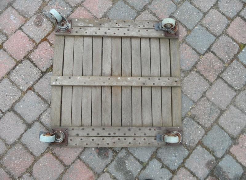 E 3 -> Trolley (oud hout) met vier wieltjes