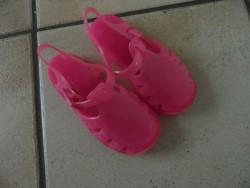 E 2 -> Roze (water-)schoentjes, maatje 23-24 Nieuwstaat