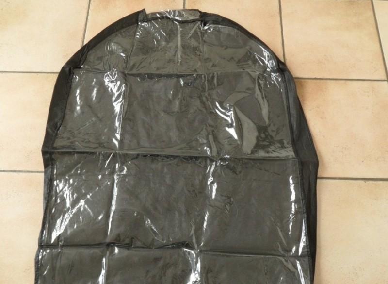 E 1,50 -> Opberghoes voor stofvrij opbergen van kleding oid