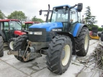 New Holland 3x NEW HOLLAND, 2x TM150 and 1x 8560