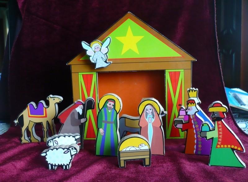 Houten Kerstgroepje met stalletje.