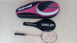 te Koop badmintonracket + beschermhoes + grote hoes.
