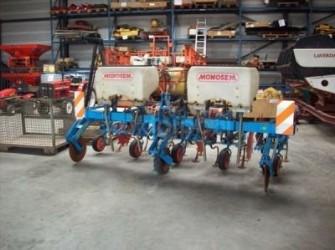Super crop  Schoffelmachine met kunstmest toevoeging