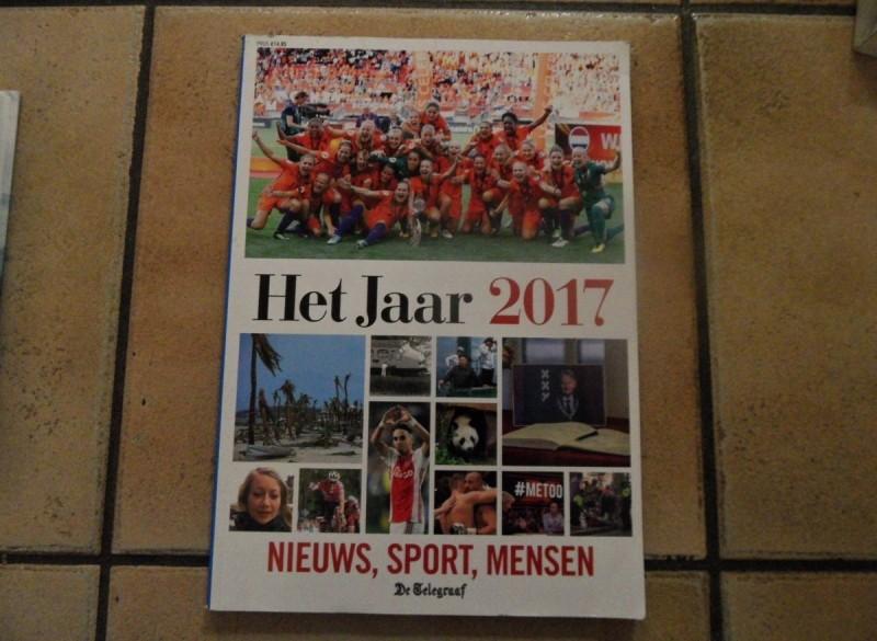 E 2,50 Het Jaar 2017 over nieuws, mensen, sport, enz.