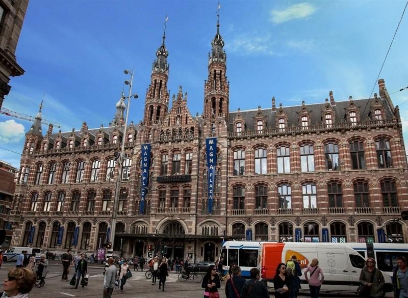 Te huur  Winkelruimte Nieuwezijds Voorburgwal 182 Amsterdam